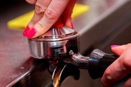 Утрамбование кофе темпером